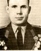 Герой Советского Союза, закончил Ярославский авиаклуб