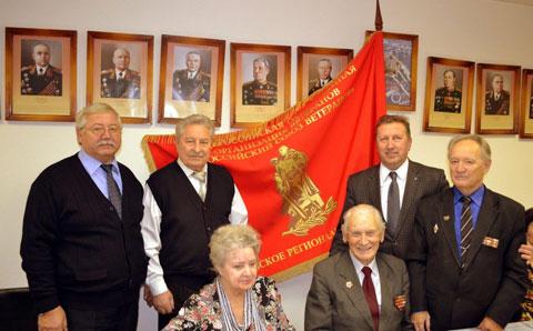 Вручение Знамени Российскому союзу ветеранов