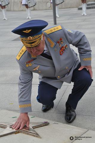 Героя Советского Союза, почетного гражданина Брестской области, летчика-космонавта СССР, генерал-полковника авиации