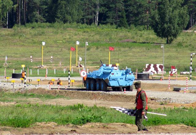 На трассе БТР - 80 сборной ВС России