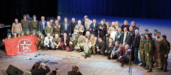 Юнармейцы поздравили В.Петряева с 60-летием